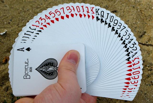 Разбор «лохотрона» на игральных картах