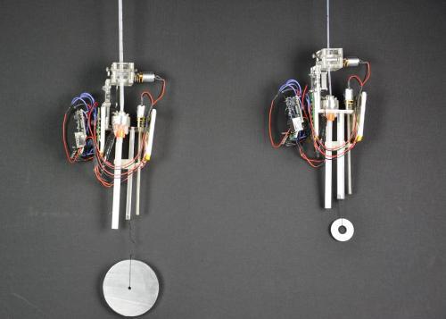 Робот, спроектированный и построенный швейцарскими учеными, производит липкое волокно
