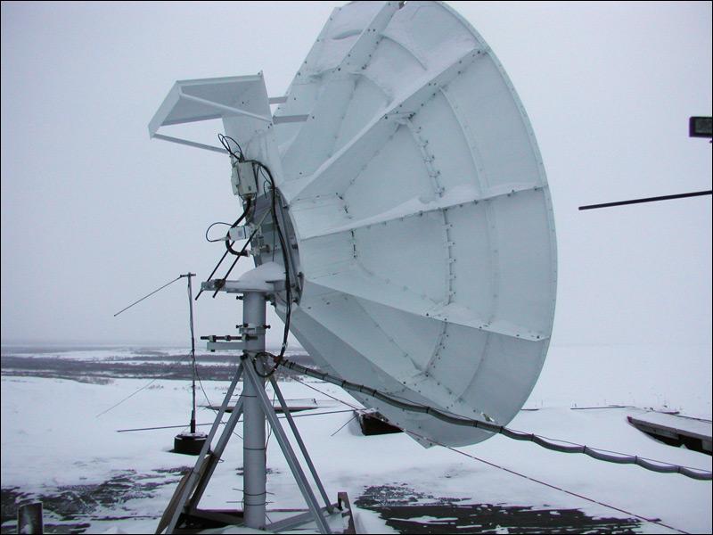 Романтика севера: спутниковые посты у базовых станций, лопата и невероятно много снега