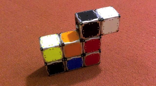 Самосборные конструкции из движущихся кубиков