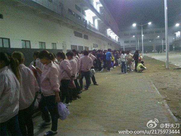 Тысячи работников предприятия Foxconn, выпускающего iPhone 5, вышли на забастовку