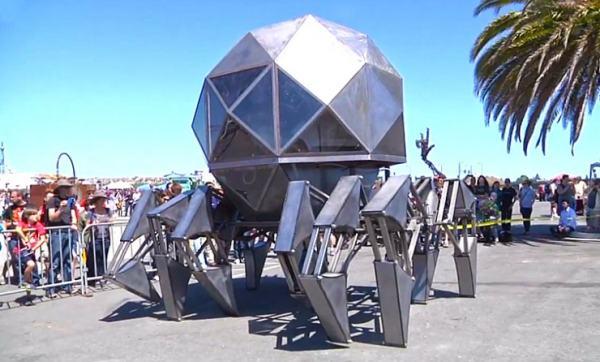 Шагающий геодезический купол в заливе Сан Франциско