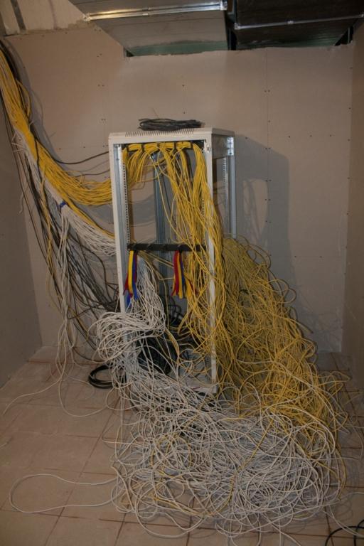 СКС в серверной или сказ о том, как я впервые укладывал много кабеля
