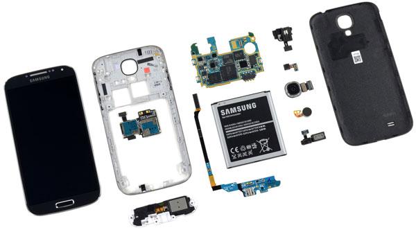 К плюсам конструкции Samsung Galaxy S4 специалисты iFixit отнесли легкую замену батареи