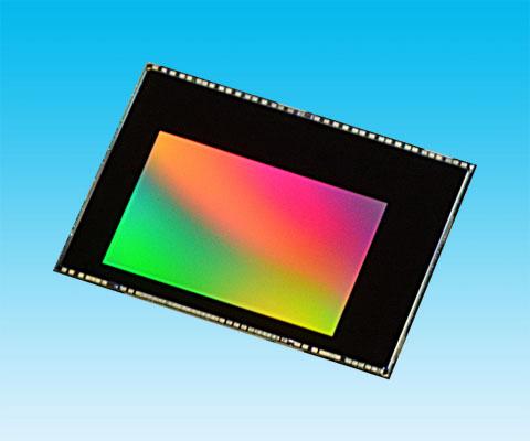 Датчик изображения Toshiba T4K82 типа CMOS с обратной засветкой имеет разрешение 13 Мп