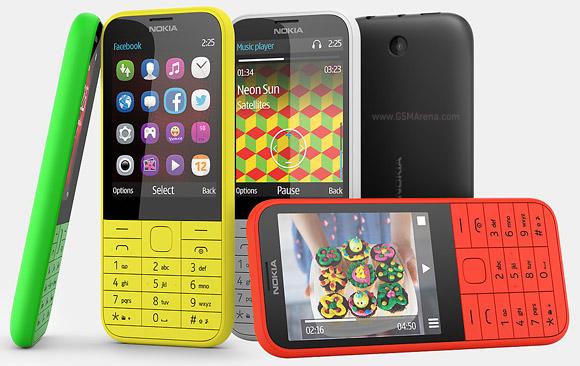 В оснащении Nokia 225 обращает на себя внимание наличие слота microSD
