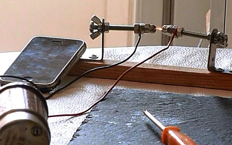 Тестирование Iphone 2 на экстримальную ЭМП — ударом мини молнии
