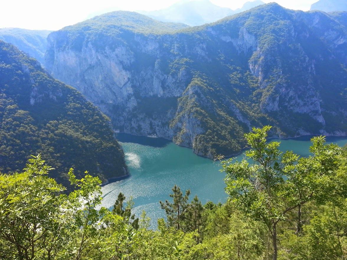Удаленная работа с видом на море и горы: личный опыт в Черногории