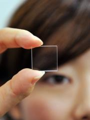 В Hitachi научились записывать информацию в кусочках кварцевого стекла