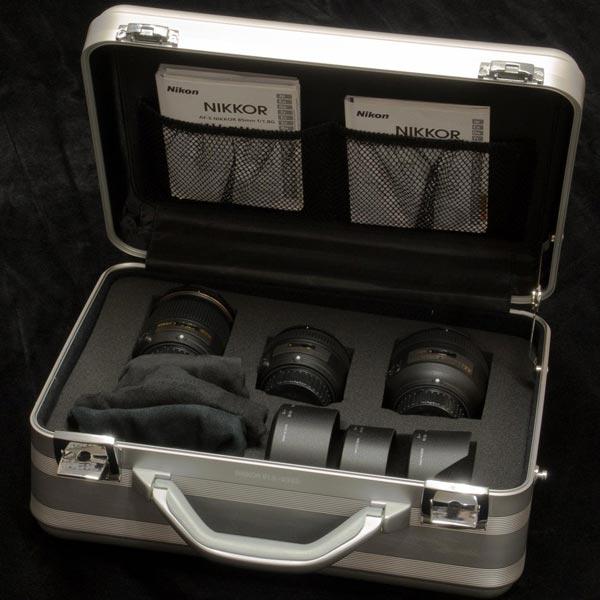 В Европе можно будет купить фирменный набор из трех объективов Nikkor с максимальной диафрагмой F/1.8