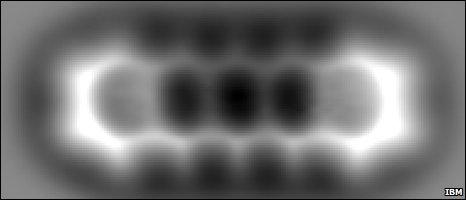 В новый микроскоп IBM видно межатомные связи в молекуле