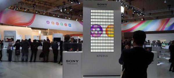 Синхронная работа 196 смартфонов Sony Xperia Z была показана на выставке Mobile World Congress 2013