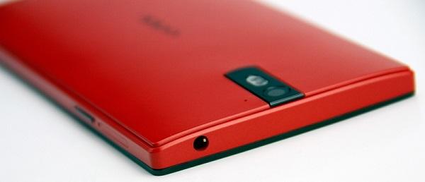 Смартфон Oppo Find 5 в красном цветовом оформлении